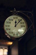 Ποτέ δεν είναι αργά / από την Γιάννα Τσαγκαράκη